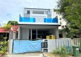 MODERN HOME WITH LIFT THAT FITS ALL FAMILY NEEDS - Property For Sale in Singapore