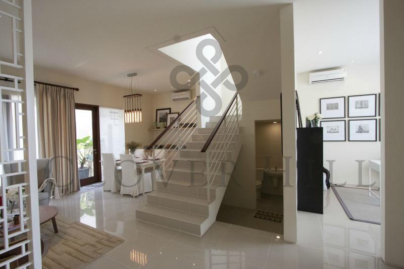 clover hill residence jakarta barat. Black Bedroom Furniture Sets. Home Design Ideas