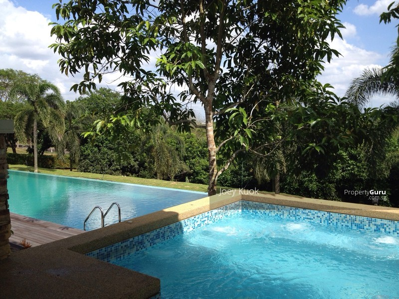 Huge bungalow with spacious outdoor garden pool jacuzzi 9 for Garden pool bungalow