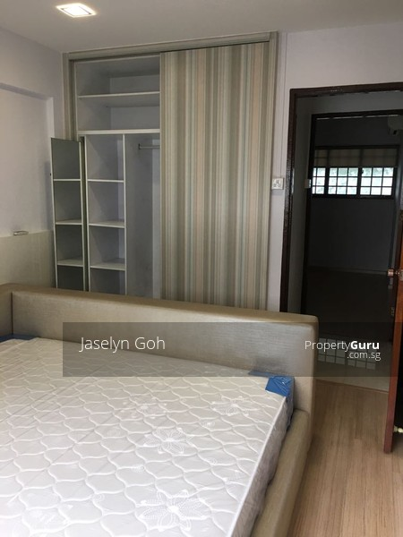 Master bedroom, Queen sized bed+mattress, Built-in wardrobe