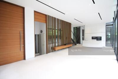For Rent - Luxurious Semi-D Near Orchard
