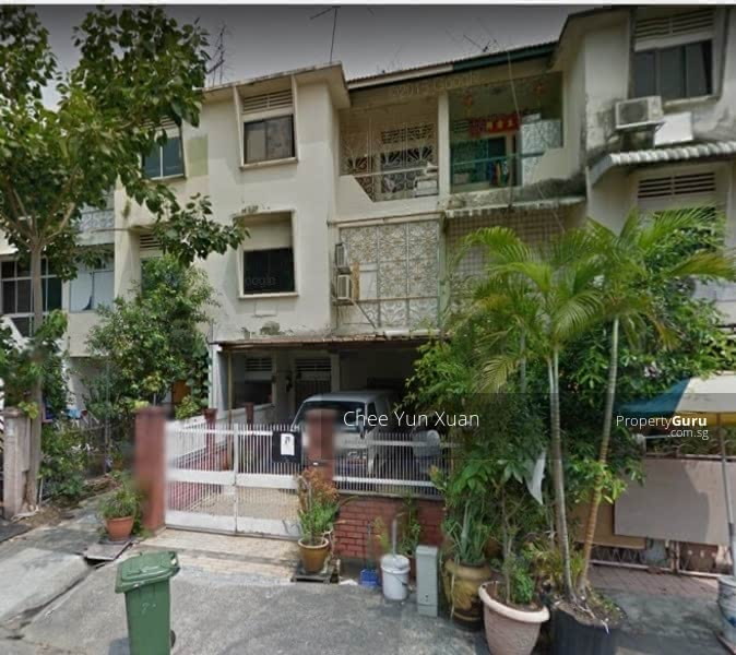 Terrace house for workers along jalan suka jalan suka 9 for Terrace house reality show