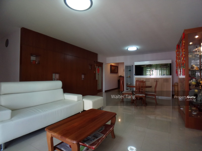 Spacious and super well kept living room