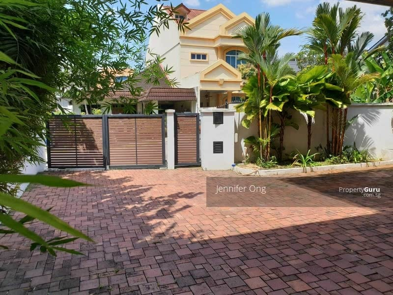 Lovely 2.5 Sty Bungalow, CHIJ, MRT Mayflower, Stroll to Bishan Park ( FREEHOLD) #130329194