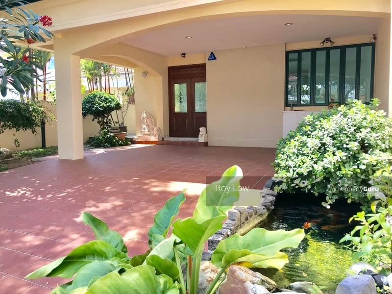 Two Storey Semi-D With Water Feature Pond & Beautiful Pool For Lease #112224292