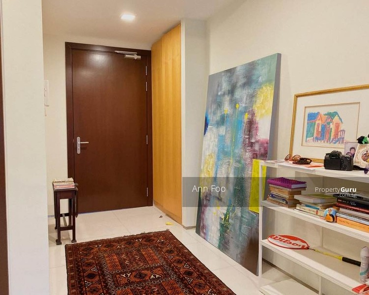 Beautiful and spacious Foyer