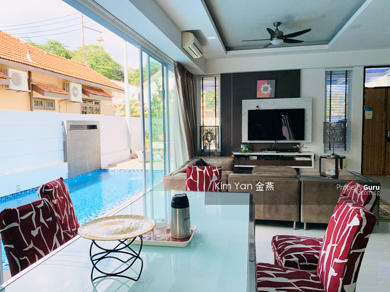 Freehold Semi-D with Lift and Swimming Pool, Basement with big entertainment hall/gym room #114404954