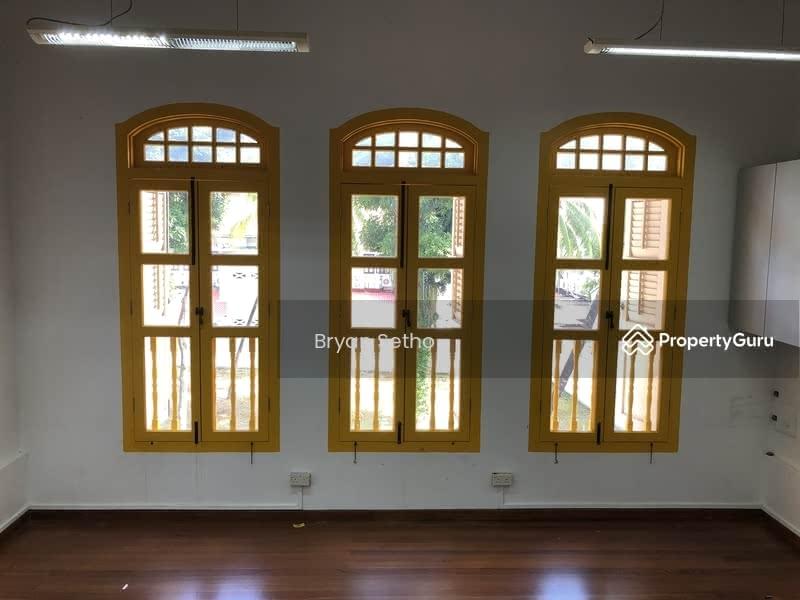 Mosque Street #123592284