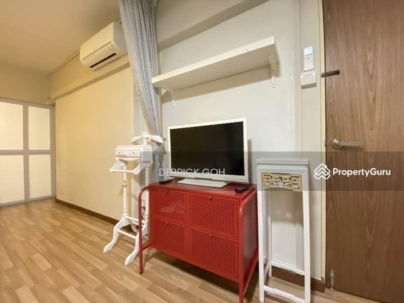 303 Jurong East Street 32 #125246768