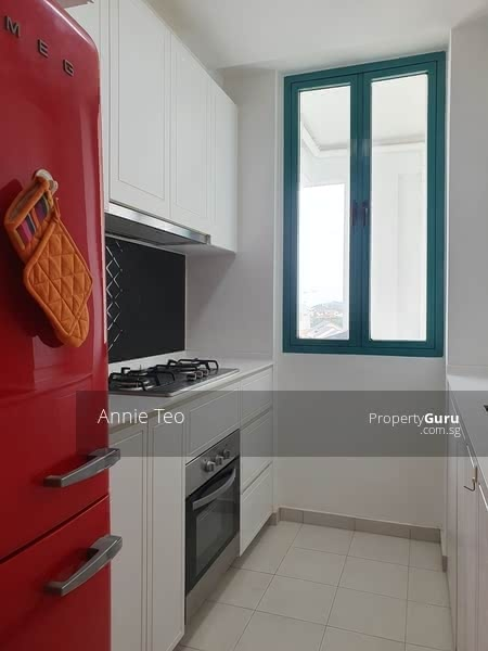 Window in kitchen to remove orders and ventilation when cooking