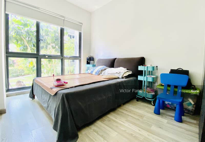 Generous master room to fit a king size bed and ample walking space