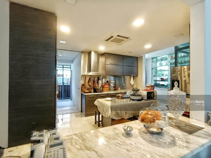 Charming Renovated Come With Lift And Pool Bungalow At Duchess Bukit Timah For Sale !!!! #128491126