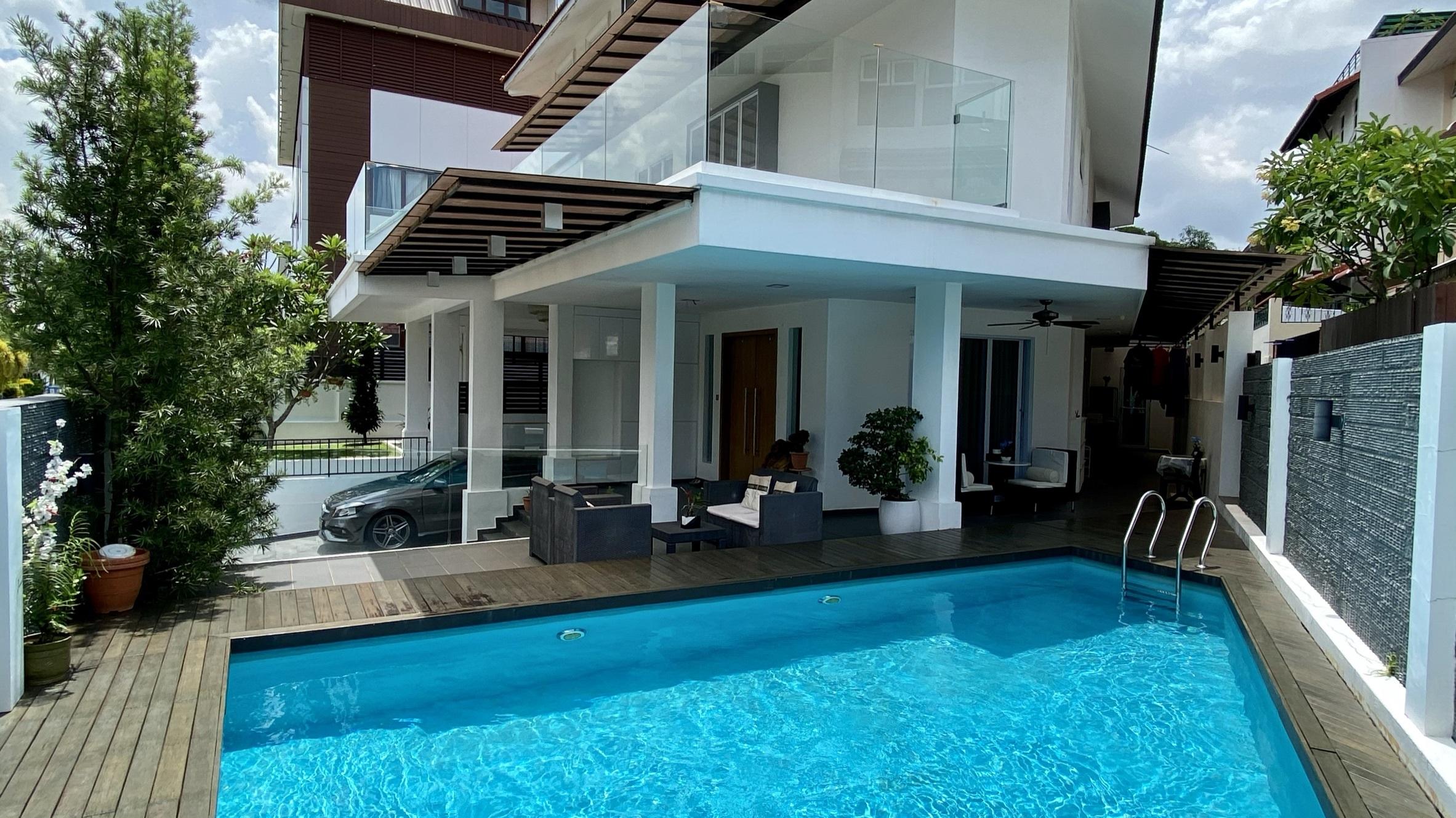 Freehold 3.5 Sty Renovated Semi-D w Pool @ Jln Waringin #128356724