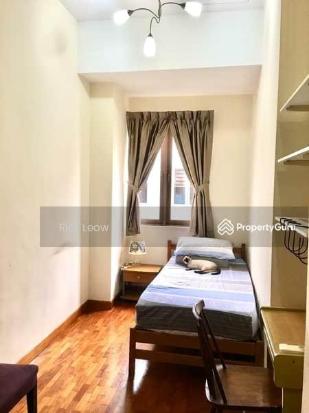 Tanah Merah MRT - 3 Common rooms for rent #128517324