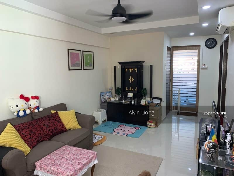 Renovated and well maintained Iiving room