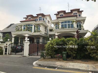 For Rent - Few steps to Coronation Plaza. With pool, park up to 3 cars!