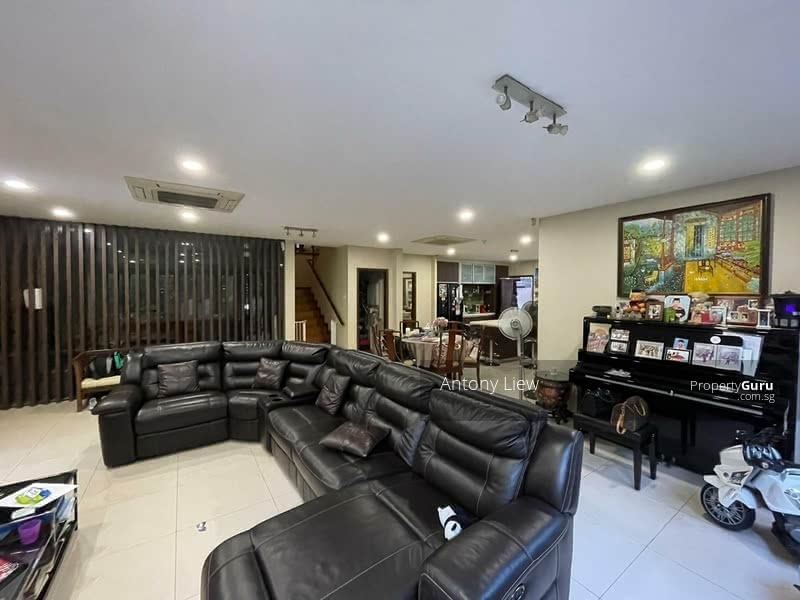 Modern almost new move-in Semi-D within 1km to Ai Tong primary #128610026