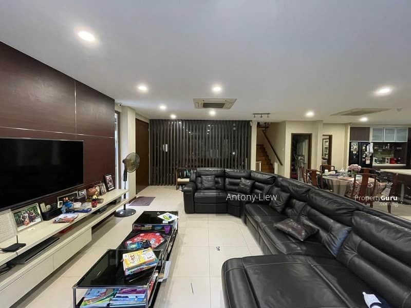 Modern almost new move-in Semi-D within 1km to Ai Tong primary #128610028