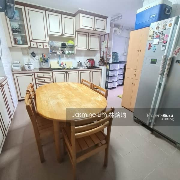 Good Size Kitchen with Service Yard