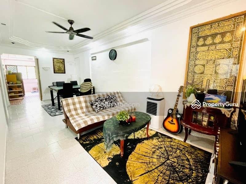 302 Jurong East Street 32 #128771966