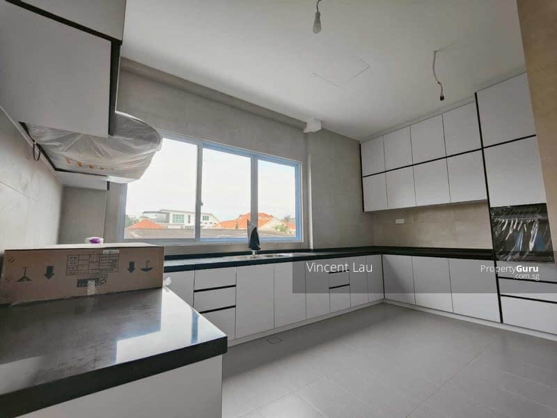 Newly Built 3 Storey Semi-D for Sale with Marine Parade and MBS View! #128883738