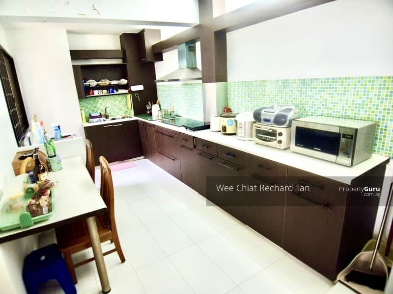 Spacious Kitchen For Make Over Design Theme