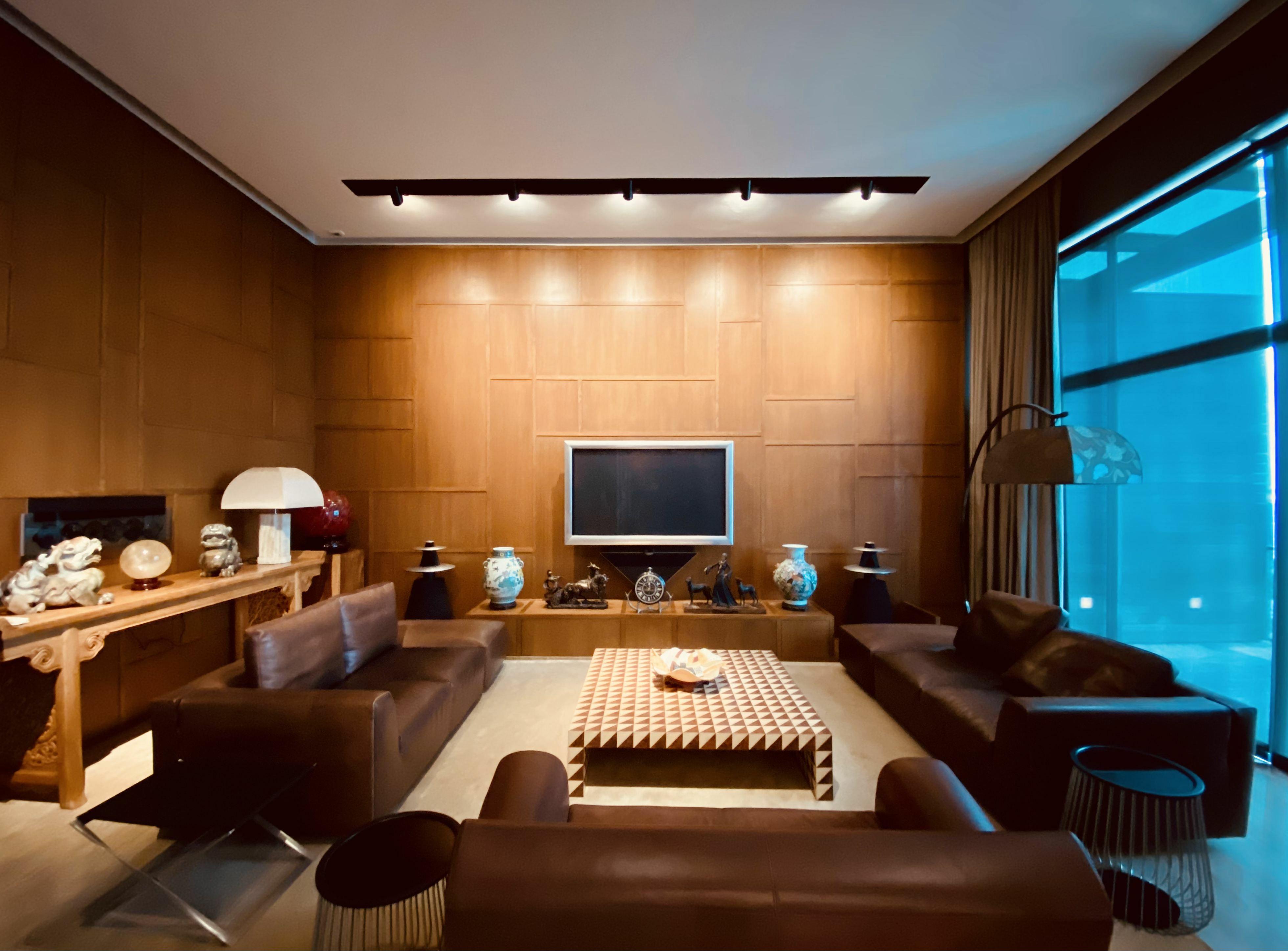 Newton Suites #129349602