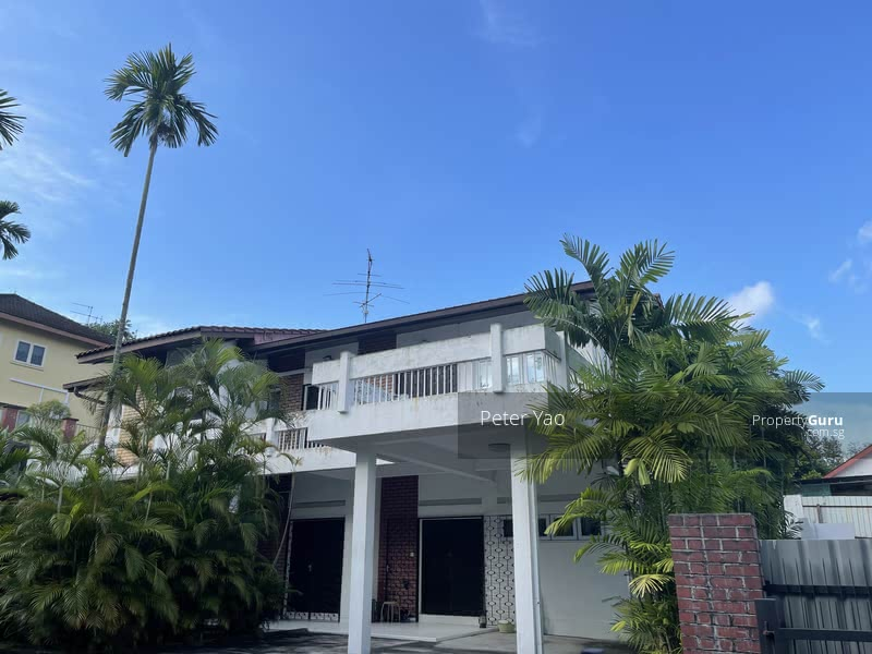 NEW PAINT ! NEW AIRCONDITIONER! Secluded Pool & Quiet .Perfectly Located Bungalow Along Sixth Avenue #129543072