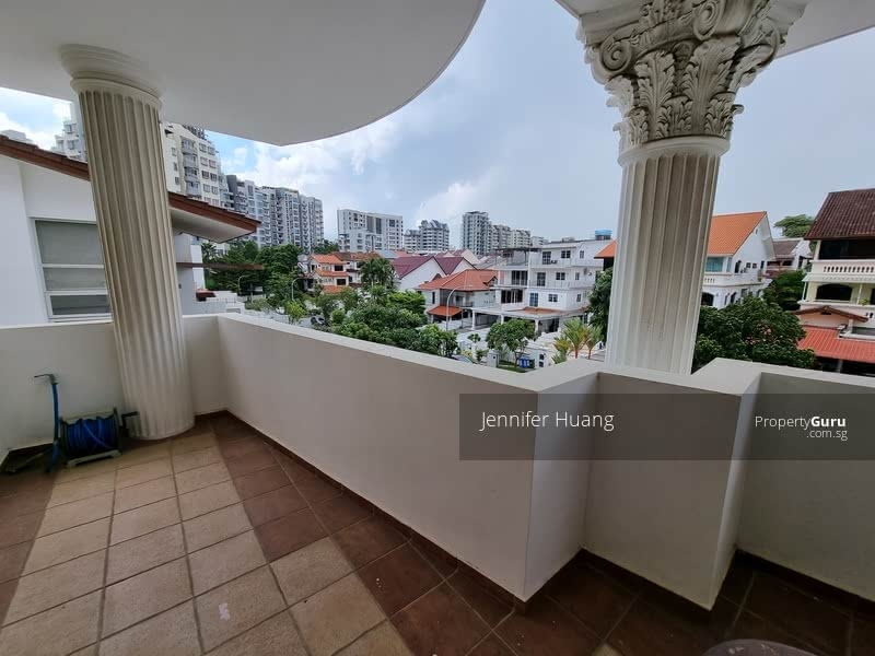 Semi-D within Walking Distance to MRT #129616168