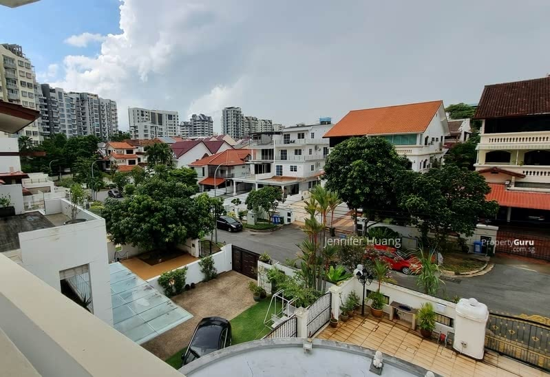 Semi-D within Walking Distance to MRT #129616176