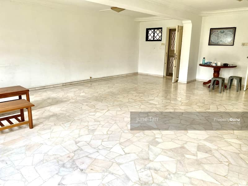 Squarish layout, ample dining space