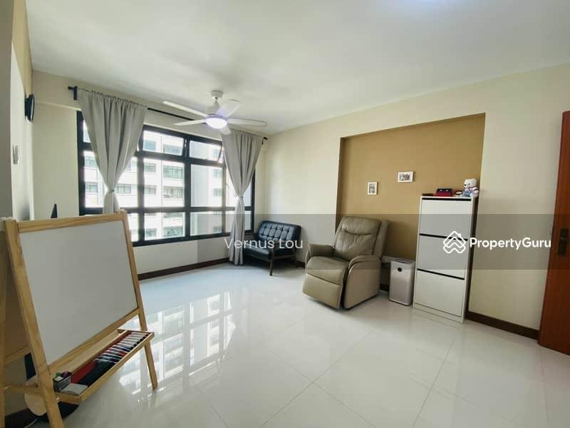 818B Choa Chu Kang Avenue 1 #129687840
