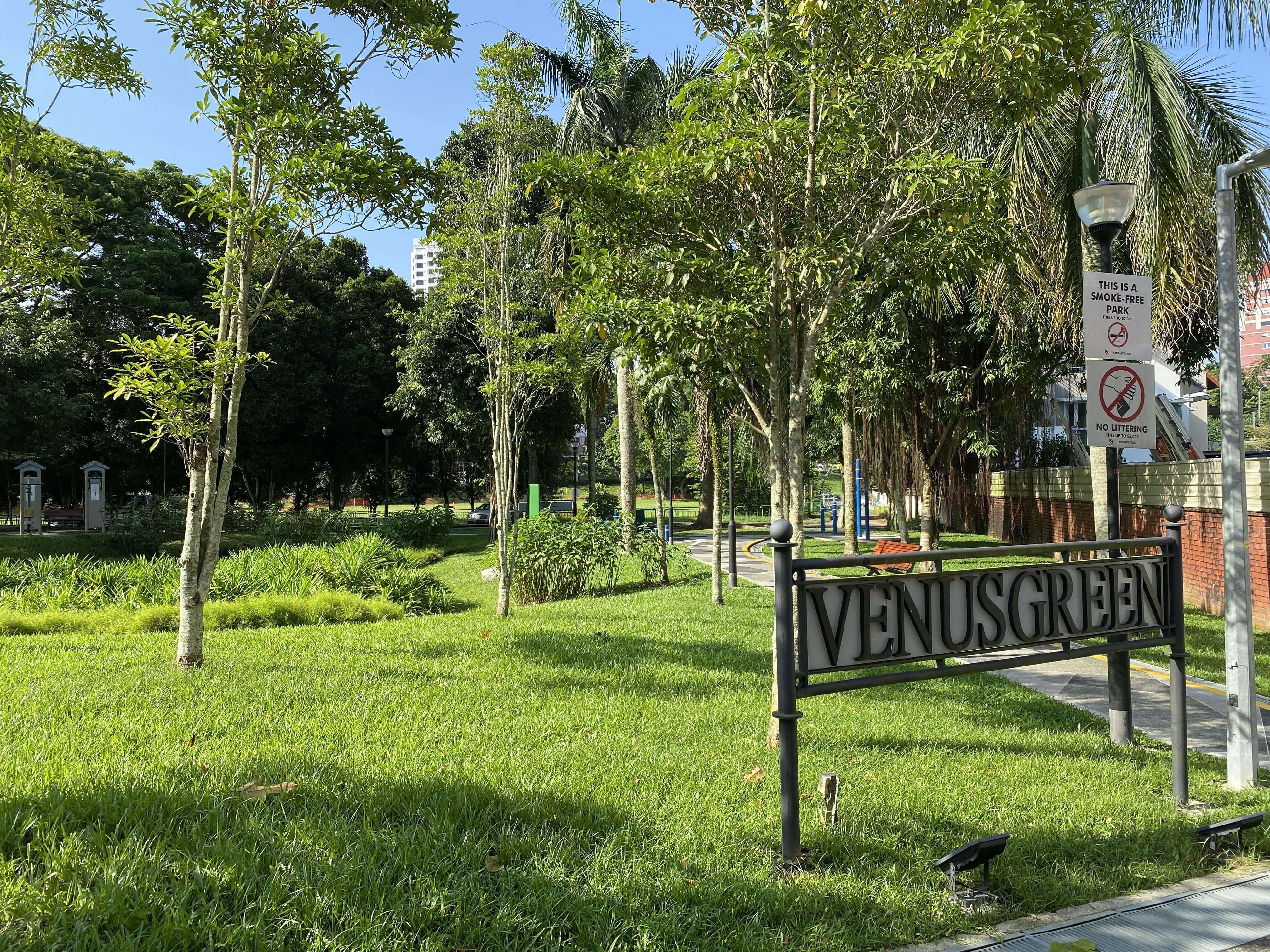 Charming Corner Terrace at Windsor Park #129698688