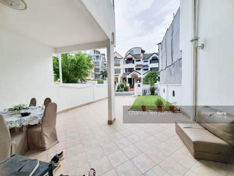 Good Size Terrace in convenient location #129845466