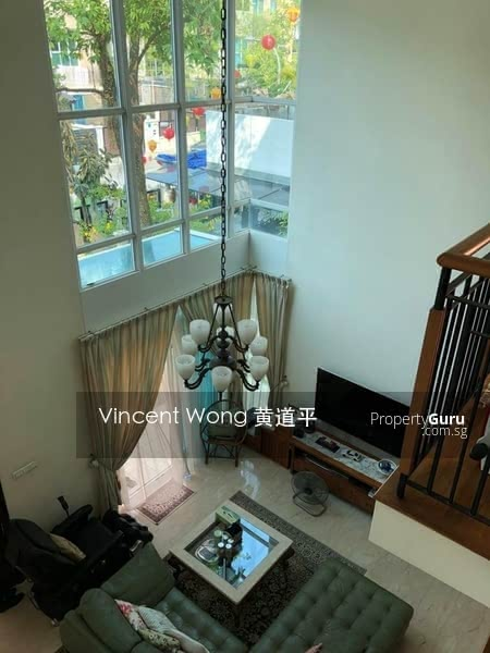 Charming Corner Terrace Near Park #130032952