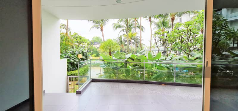 Few steps to the pool
