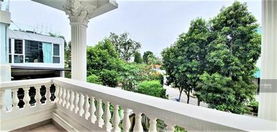 For Sale - EXCLUSIVE BRADDELL HEIGHT ESTATE! Melrose Bungalow located in bungalow zone!