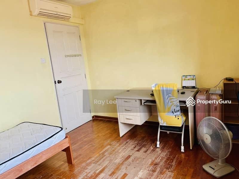 675B Jurong West Street 64 #130296608