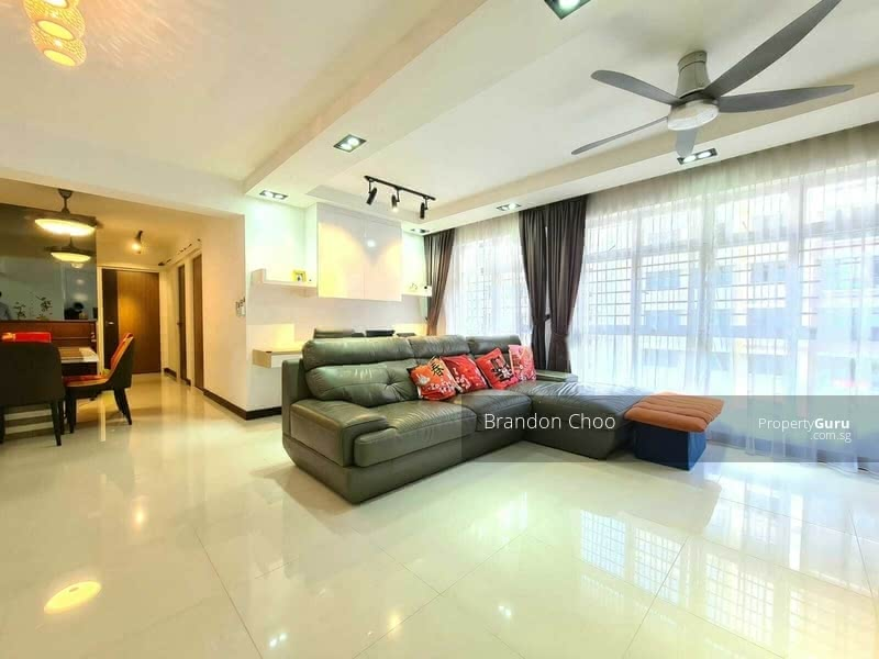 Massive living room, owner did not do up the study room as recommended by HDB