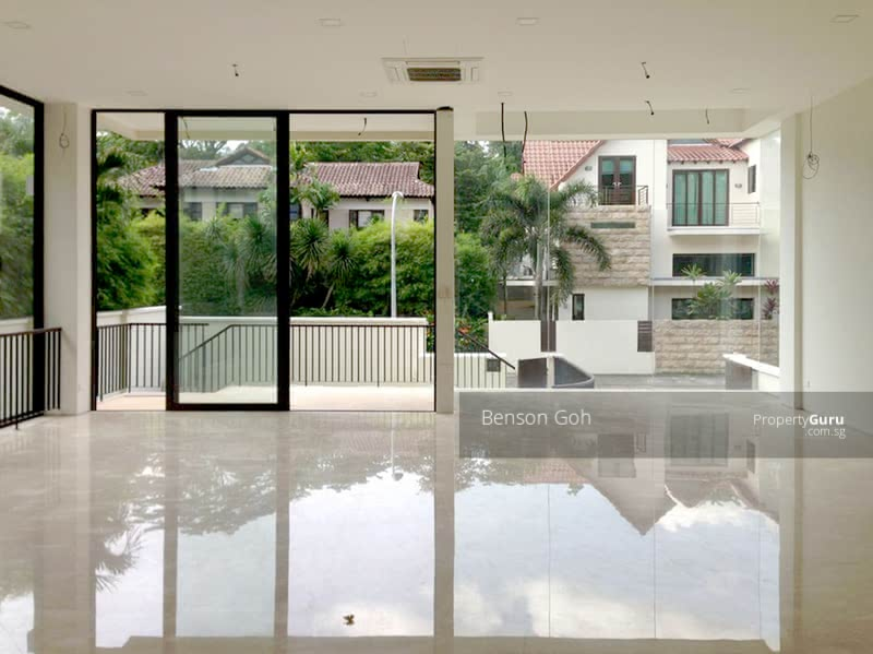 For Rent - ★ Lovingly Maintained Bungalow ★ Pool and Lift ★