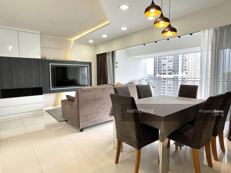 Dining room fits 6 seater comfortably