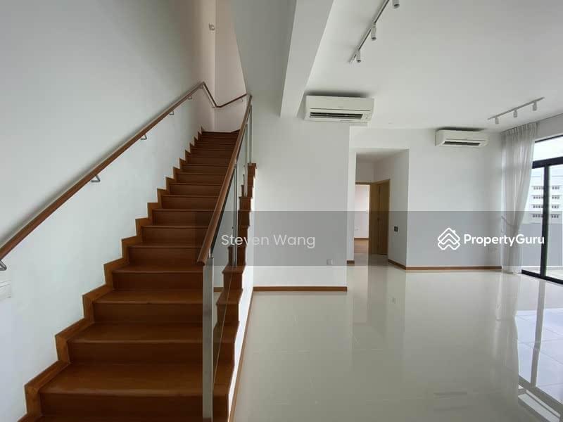 Stair to 2nd floor bedrooms
