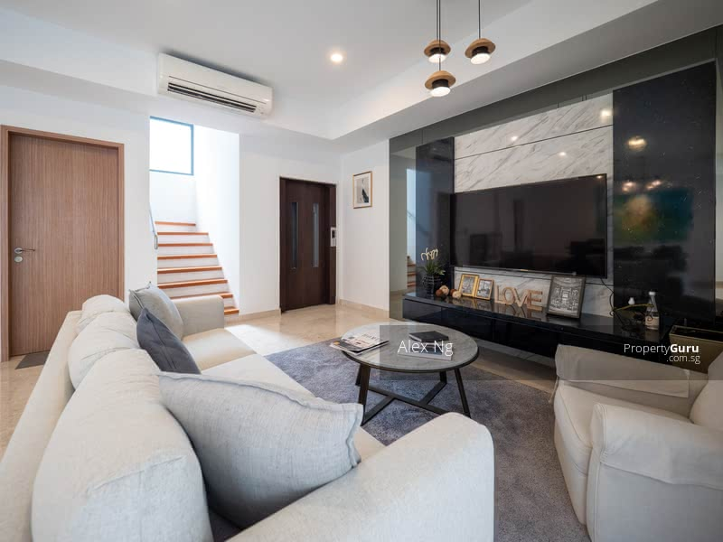 For Sale - 1km To 4 School, 5bdrm Ensuites, Future MRT, Good Layout, Move-in