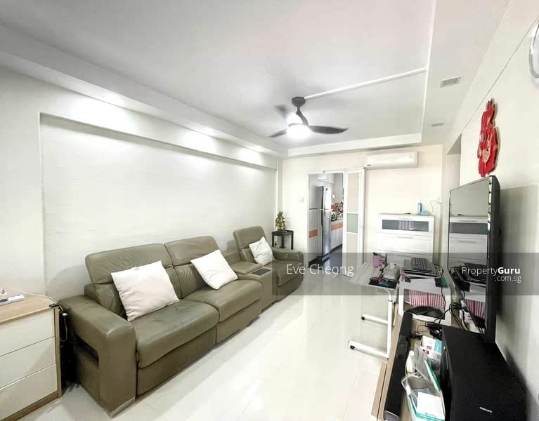 For Sale - 682 Hougang Avenue 4
