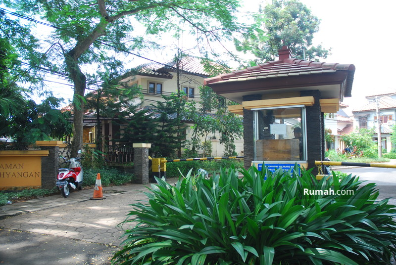 Lippo Village Cluster Taman Parahyangan #0